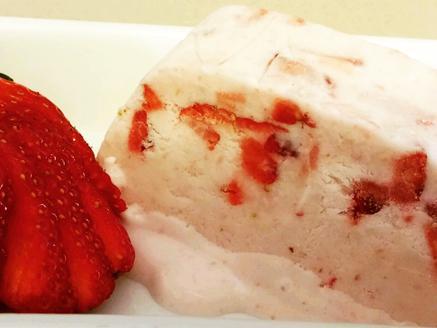 גלידת תותים ביתית משגעת