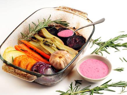 ירקות שורש צלויים בליווי קרם חזרת