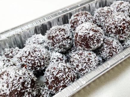 כדורי שוקולד וביסקוויטים