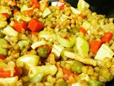 תבשיל כוסמת ירוקה עם ירקות