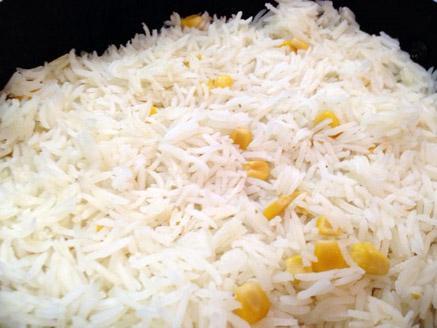 אורז לבן עם תירס