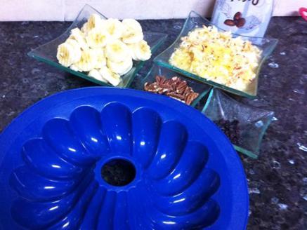 עוגת בננה הפוכה עם תפוחים ופקאנים