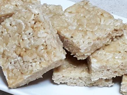 חטיף פצפוצי אורז עם טחינה ודבש