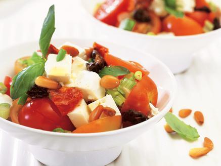 סלט עגבניות שרי, בזיליקום וגבינת פטה