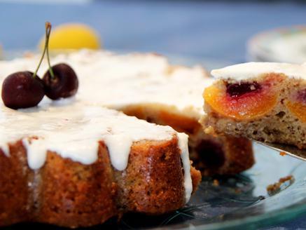 עוגת משמשים ודובדבנים