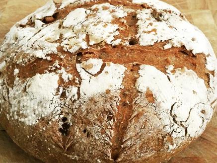 לחם כפרי עם אגוזים