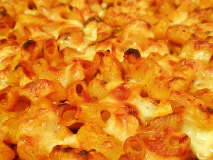 מאפה פסטה ברוטב עגבניות וזיתים