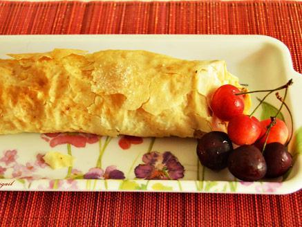 מאפה פילו עם גבינה ודובדבנים