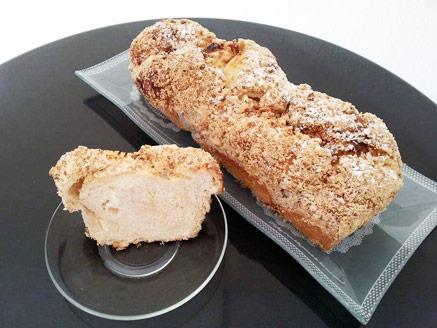 עוגת גבינה שמרים עם שטרויזל שקדים ואגוזים