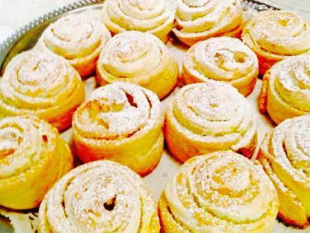 עוגיות שושנים עם קרם וניל
