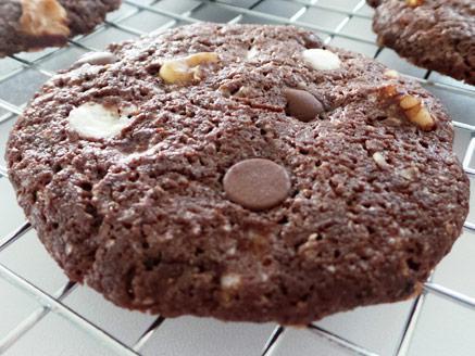 עוגיות שוקולד צ`יפס טבעוניות עם אגוזים