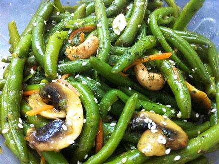 שעועית ירוקה עם פטריות ותבלינים