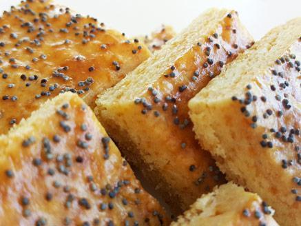 עוגיות מלוחות עם גבינת צ`דר ופרג