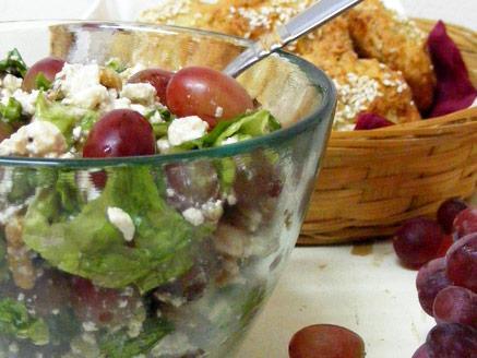 סלט ענבים וגבינה בולגרית
