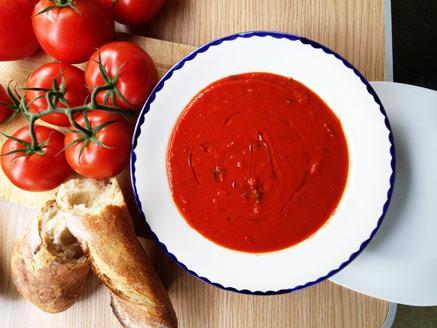 מרק עגבניות פיקנטי