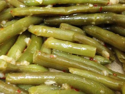שעועית ירוקה מוקפצת בשום וצ`ילי מתוק