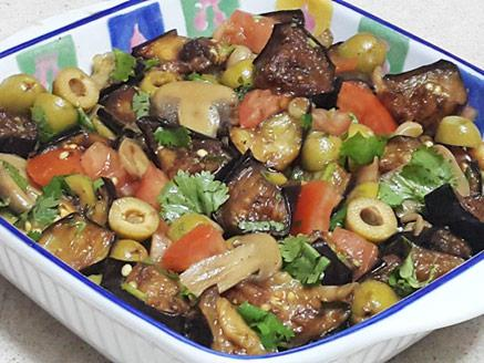 סלט חצילים עם פטריות וזיתים