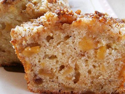 עוגת תפוחים ותמרים עם קראמבל