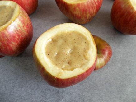 מאפינס בתוך תפוח עץ