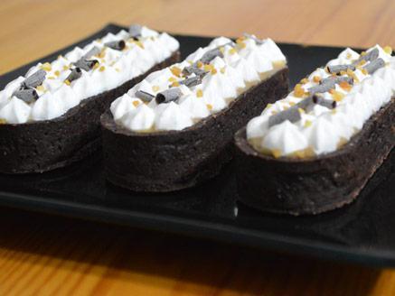 מיני טארטלטים עם גנאש שוקולד לבן ופרלינה