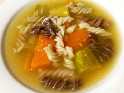 מרק ירקות עם פסטה מאורז מלא
