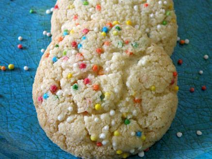 עוגיות חמאה עם סוכריות צבעוניות
