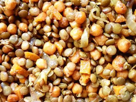 תבשיל עדשים עם בצל, גזר וגרגירי חומוס