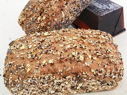 לחם ביתי עם דגנים וגרעינים