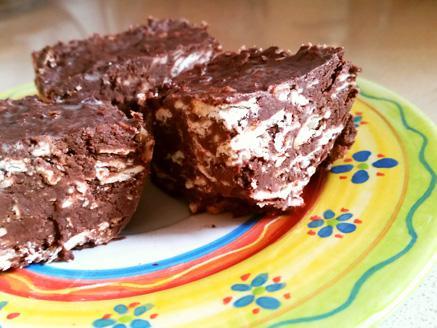 עוגת מצות טבעונית עם שוקולד