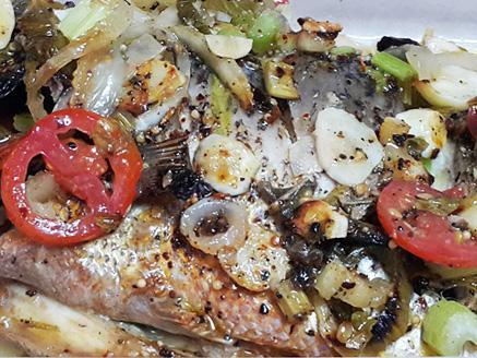 דג אמנון שלם אפוי בתנור וקל להכנה
