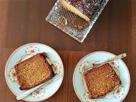 עוגת דבש עם רום ופקאנים