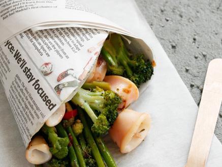 קלמארי עם ירקות ירוקים ועשבי תיבול