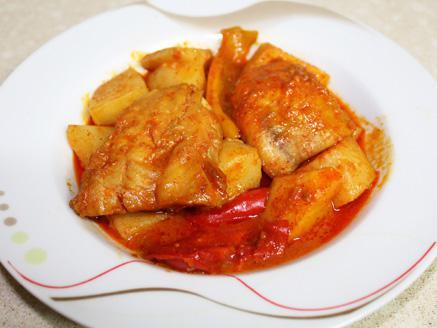 פילה בקלה עם תפוחי אדמה, פלפלים ועגבניות