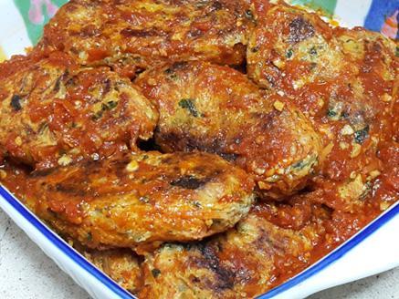 קציצות עוף וירקות ברוטב עגבניות