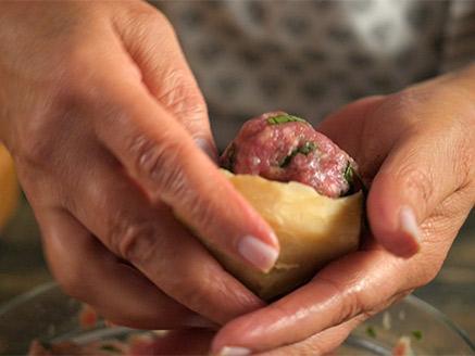 תחתיות ארטישוק ממולאות בשר ברוטב לימון