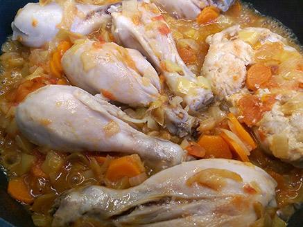 צ`ירקה פופריקאש - צלי עוף הונגרי עם בצקניות