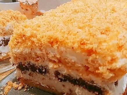 עוגת טורט בשני צבעים עם קרם גבינה