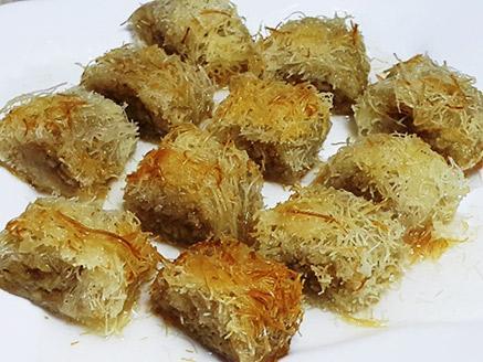 רולדת קדאיף עם אגוזים