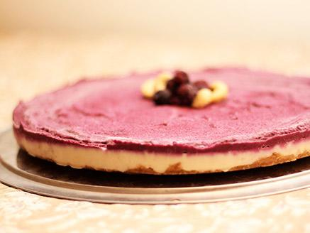עוגת גבינה טבעונית עם פירות יער