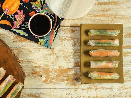 דפי אורז עם ירקות טריים