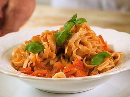 סקיני פסטה שיבולת שועל פטוצ`יני ברוטב עגבניות