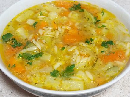 מרק ירקות עם פתיתים